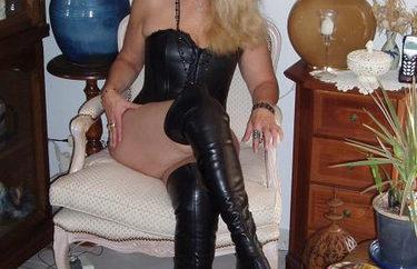 Femme-cougar-veut-se-faire-defoncer-lors-d-un-plan-sexe