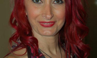 Femme-rousse-aux-yeux-verts-cherche-bite-dans-un-plan-cul-hard